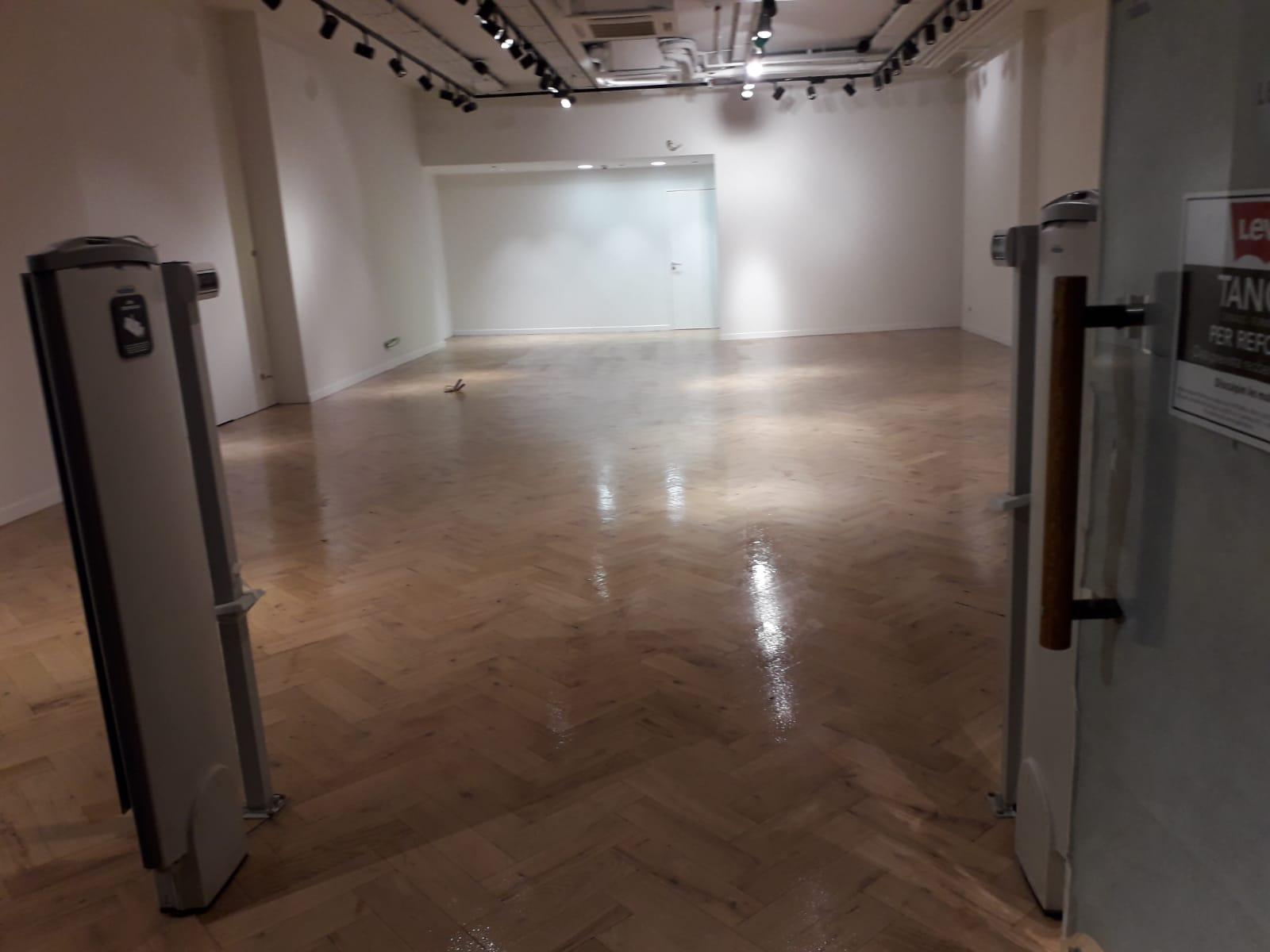 A Art i Decoració som especialistes a restaurar i deixar elparquetcom a nou El Parquet és un paviment de fusta.